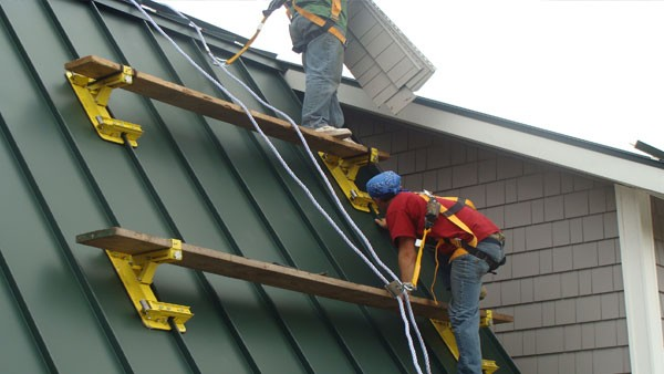 Metal Plus Roof Brackets Improve Rooftop Safety Productivity